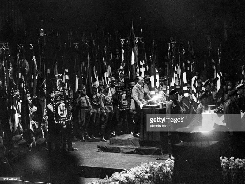Adolf Hitler spricht an die Beerdigung von Kamerad Wilhelm Gustloff